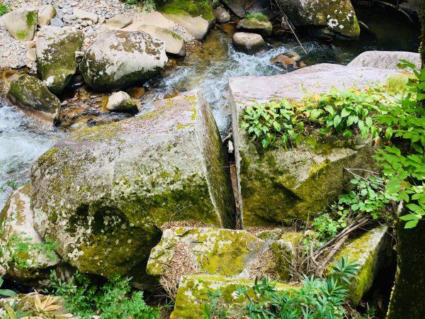 岩が真っ二つ「鬼の試刀岩」 | TATARA IRON MAKING OKUIZUMO | 奥出雲 ...
